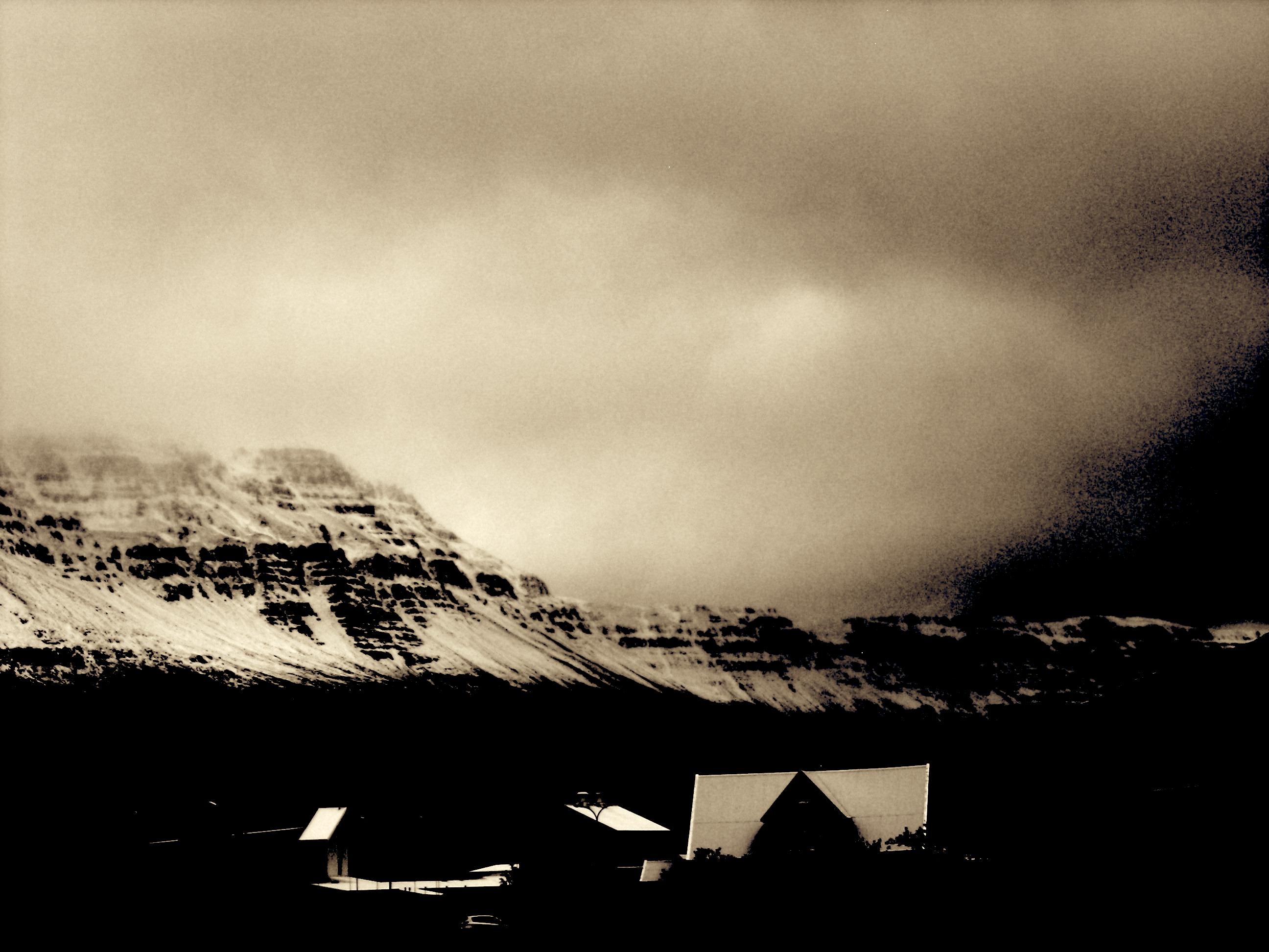 Friz_Seydisfjördur_town+mountain